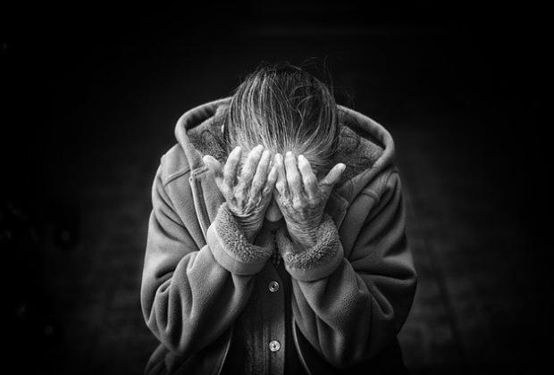 Abuelita muere al negarse a respirador, quiso dárselo a jóvenes