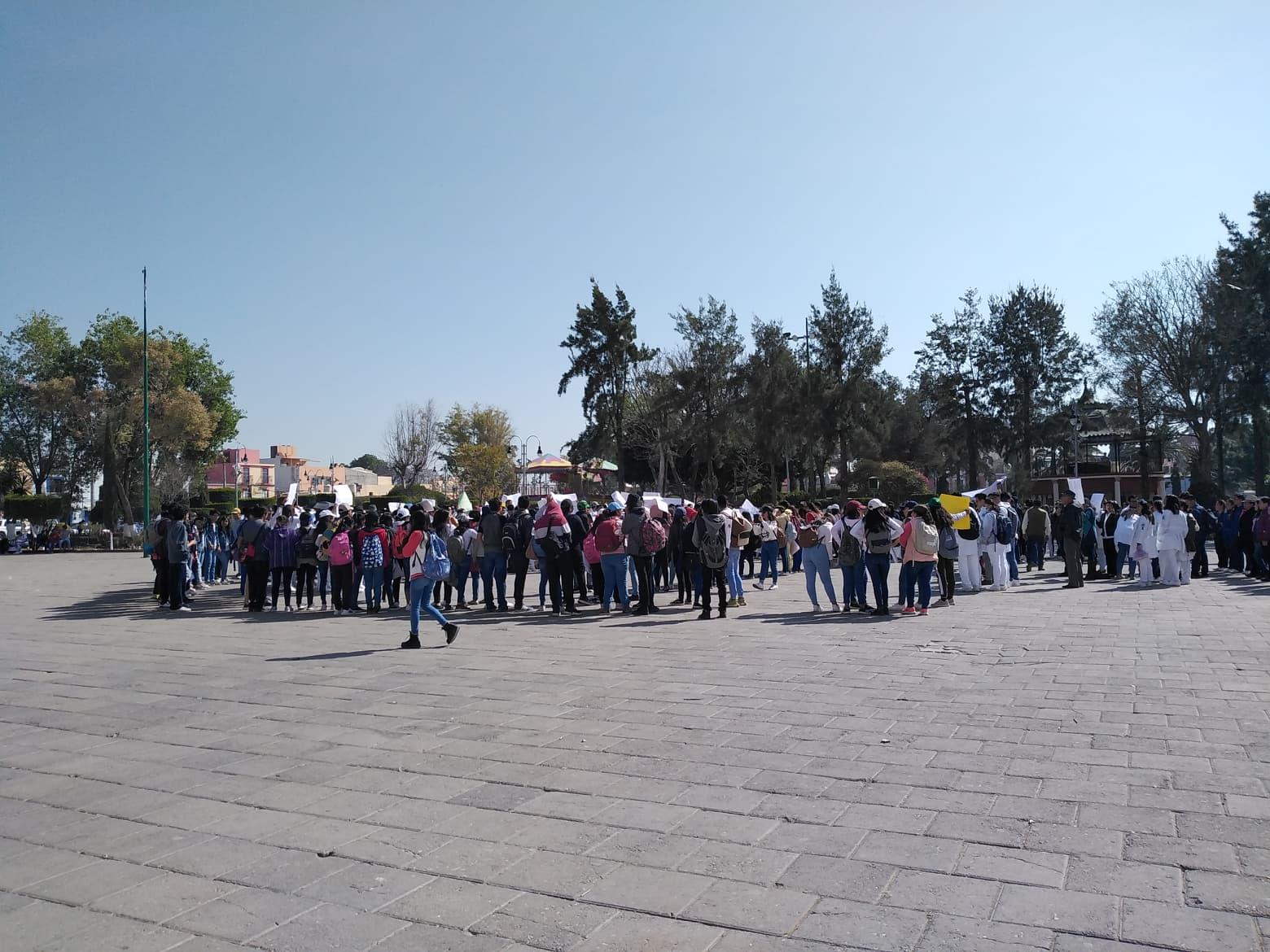 Se manifiestan alumnos de la BUAP de Tepeaca y del Centro de Estudios Superiores