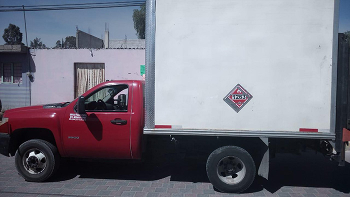 Ladrones abandonan camioneta cargada con thinner en Tecamachalco