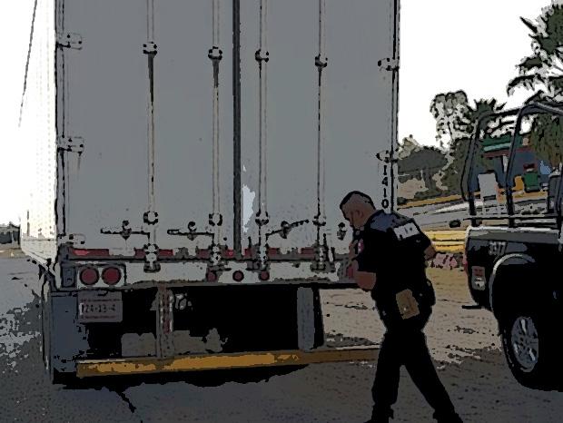 Tras balacera policías de Huejotzingo recuperan tráiler robado
