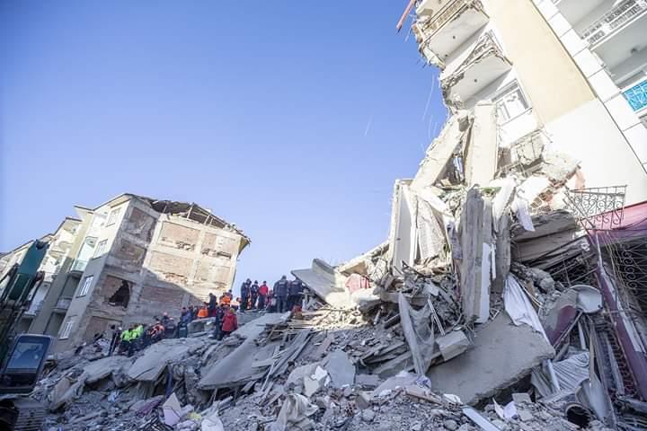 Al menos 22 muertos deja sismo en Turquía