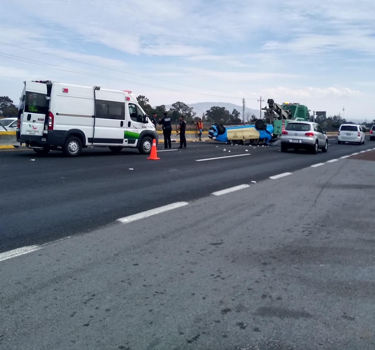 Nueve heridos tras volcadura sobre la autopista México-Puebla