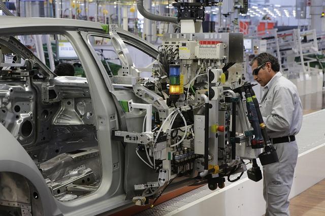 Se reporta gran caída en la industria automotriz