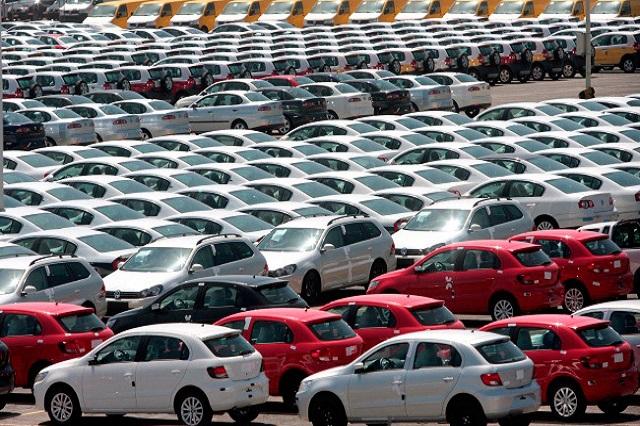 Cae venta de autos en México 25%: INEGI