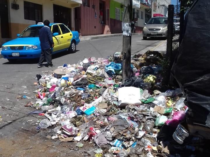 Denuncian a edil de Huauchinango por fallas en recolección de basura
