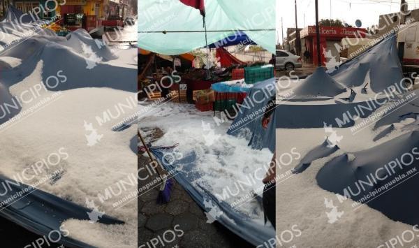 Granizada tira puestos de tianguis en Palmar de Bravo