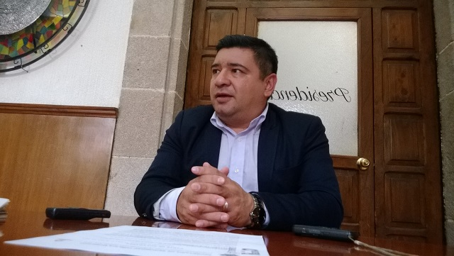 Por abuso, exedil demanda a su sucesor en Huauchinango
