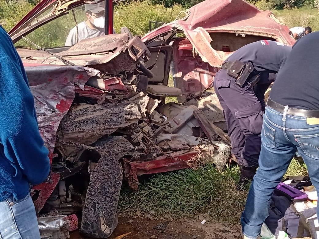 Camioneta Ford destruye una Nissan en la Puebla-Tehuacán