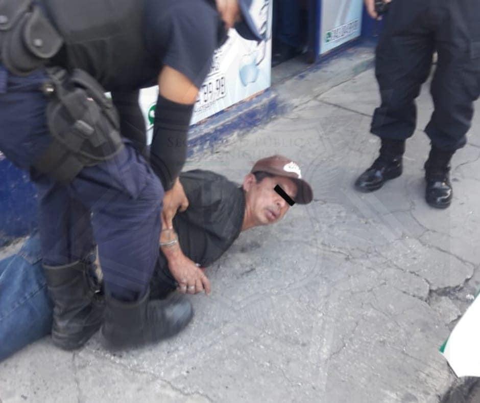 Frustran robo de vehículo en calles del Centro de Izúcar