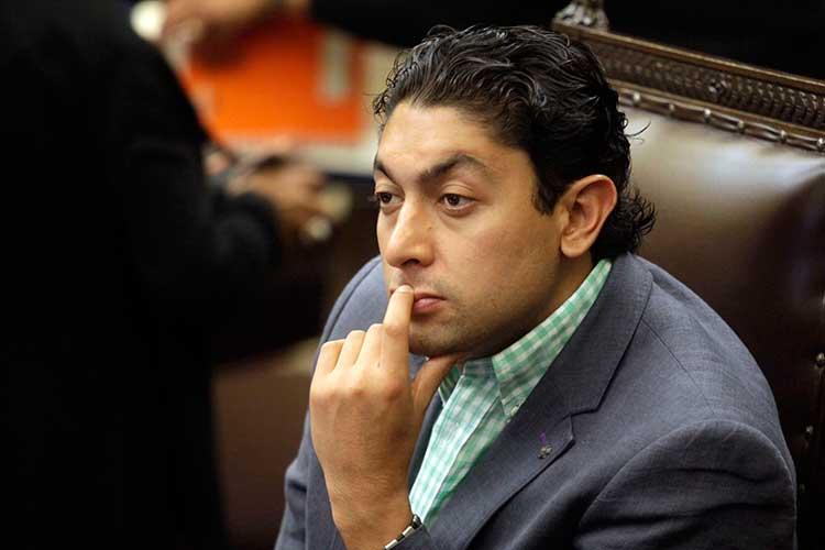Edgar Salomón traiciona al PAN y pacta ayudar a Mauricio Toledo