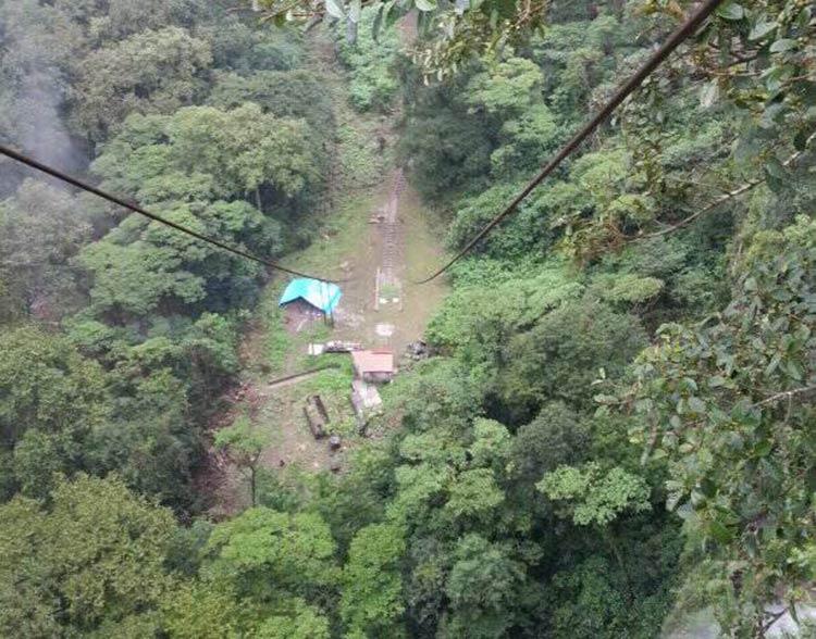 Muere obrero de la hidroeléctrica Necaxa al caer a un barranco