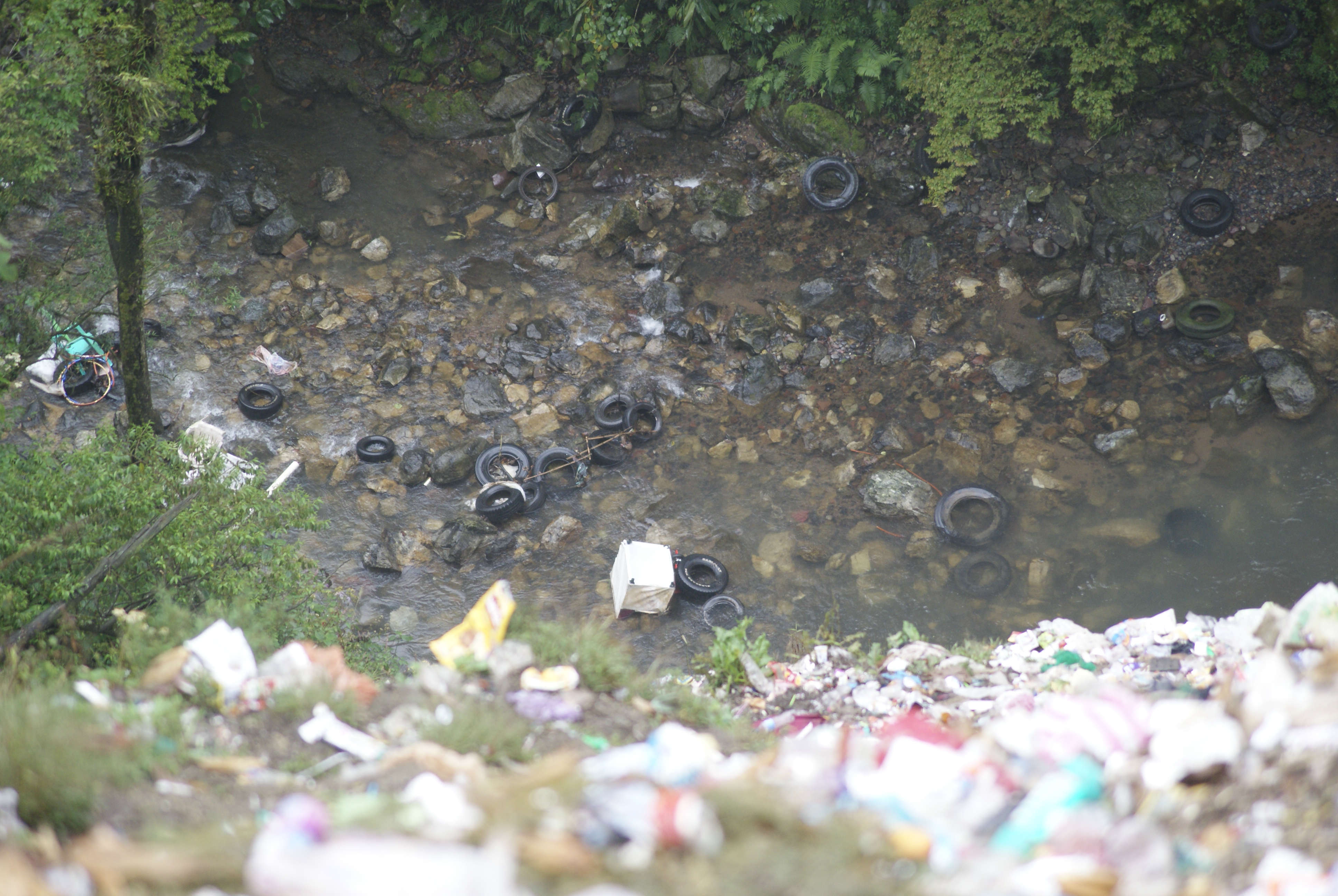 Tiraderos de basura invaden 54 kilómetros de la Interserrana