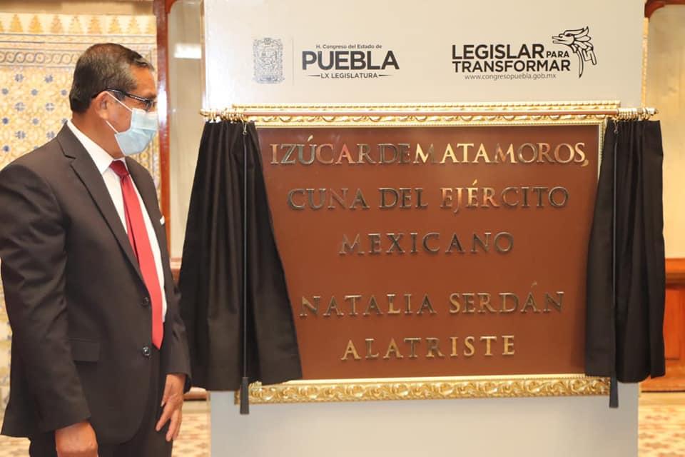 Develan letras doradas en el Congreso del Estado en honor a Izúcar