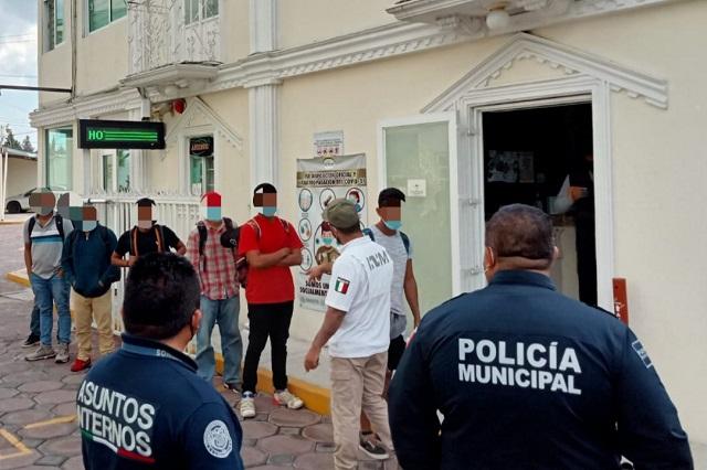 Rescatan a 16 migrantes retenidos en hotel de Hueyotlipan