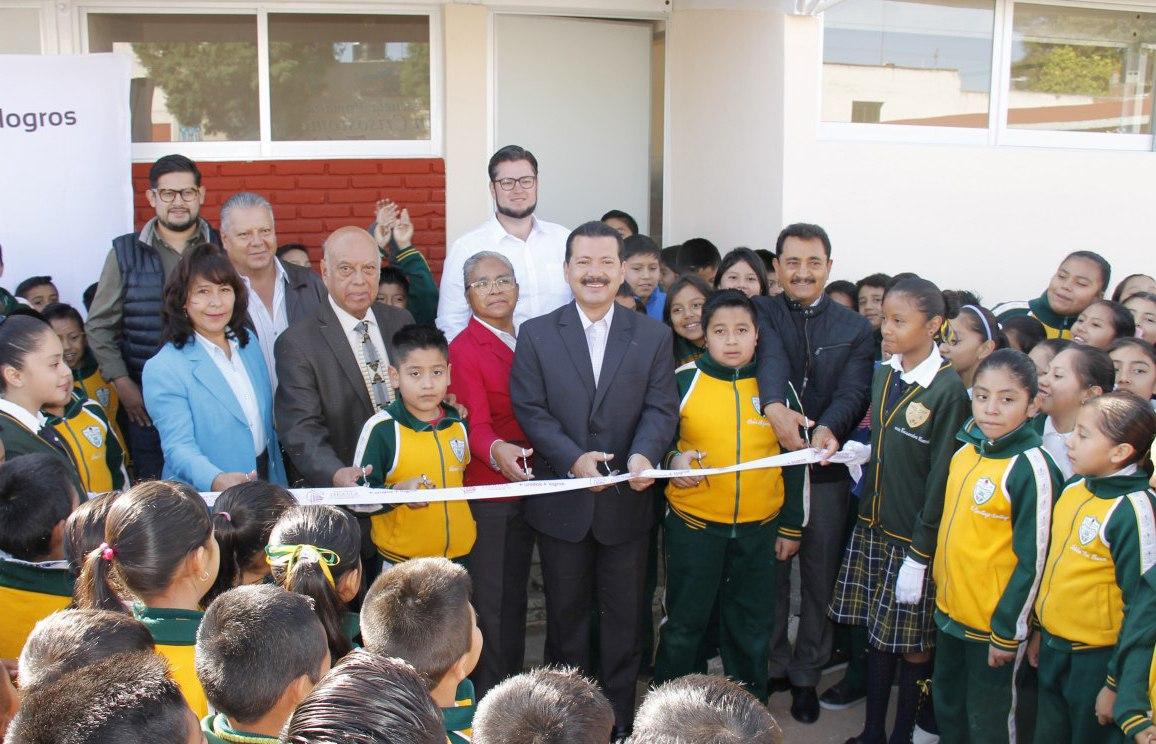 Cumple Luis Alberto Arriaga promesa a primaria Juan C. Bonilla