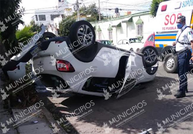 Se registra aparatoso choque y volcadura con saldo de un lesionado en Puebla