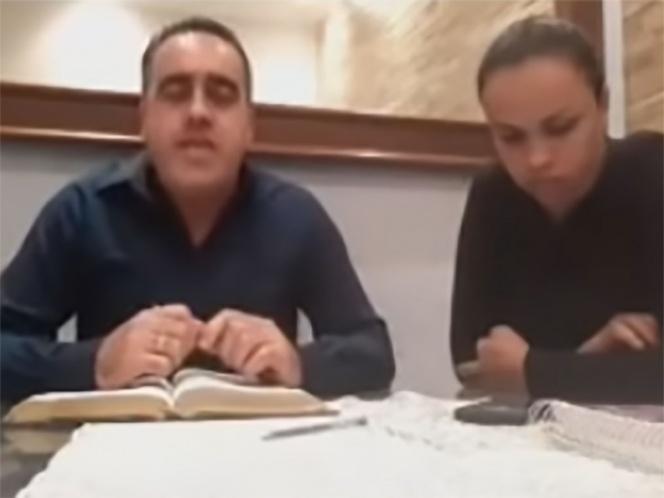 VIDEO Acepten la paz del Señor: pastor tras golpear a su esposa en vivo
