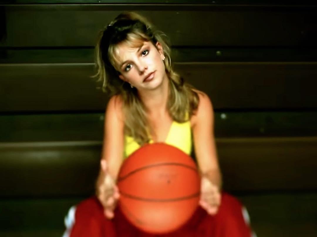 Captan a Britney Spears saliendo del psiquiátrico