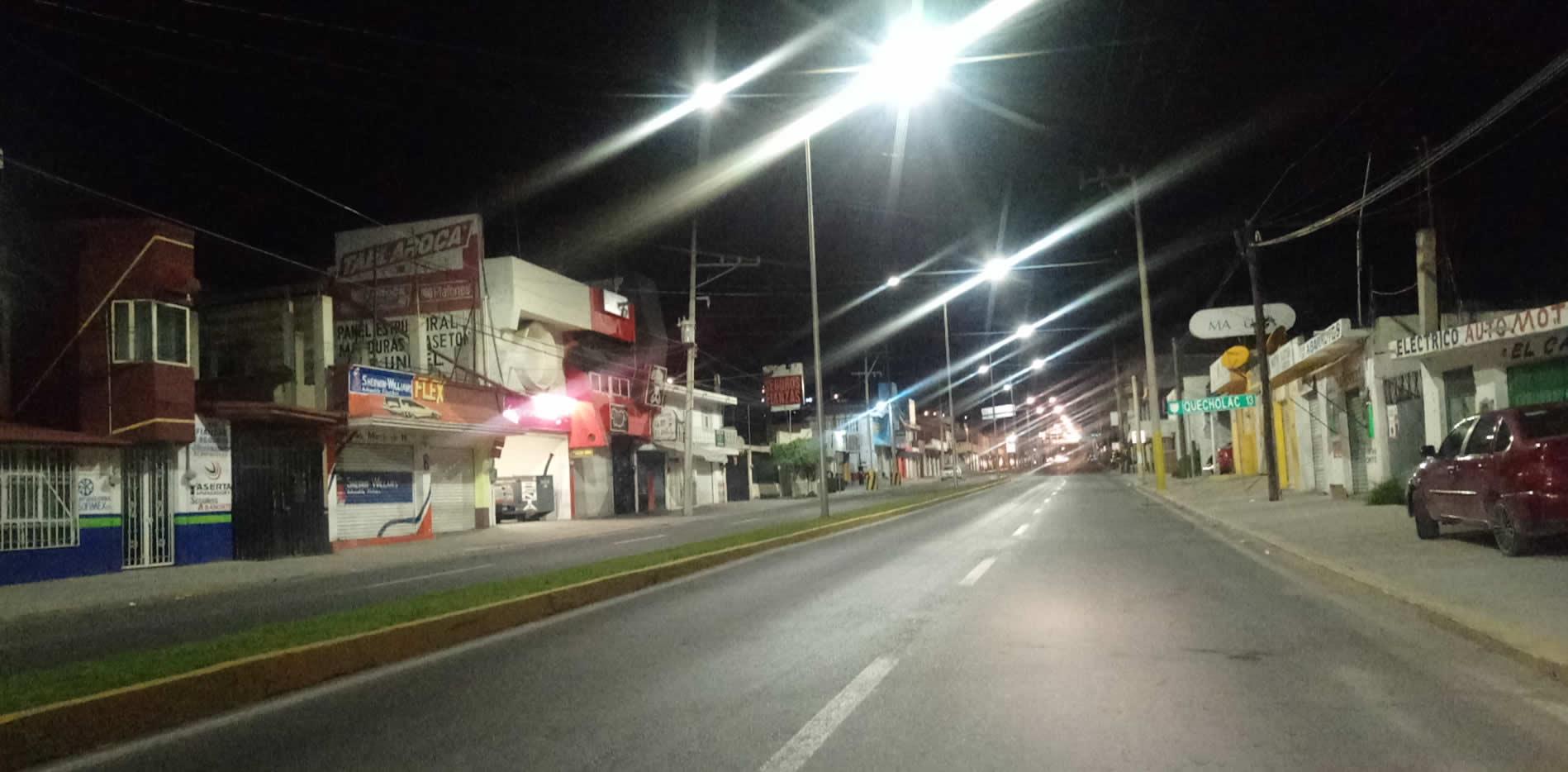 Con lujo de violencia roban camioneta en Tecamachalco