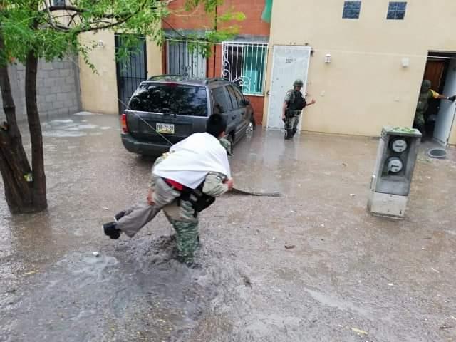 Militares los rescatan por lluvia en Tehuacán y Texmelucan
