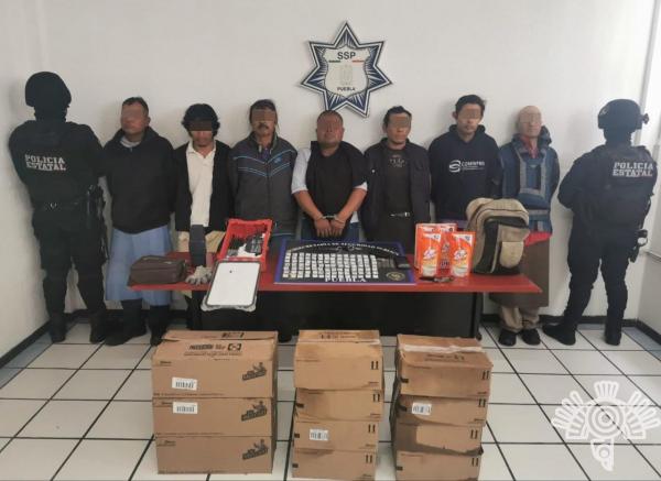 Detienen a 7 mientras descargaban tráiler robado en Coronango