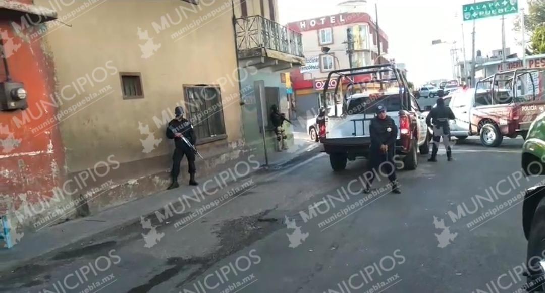 Asaltantes toman como rehenes a clientes de OXXO de San Salvador El Seco