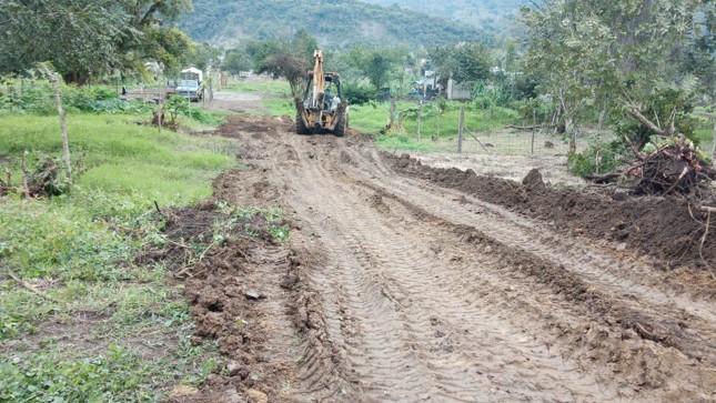 Abren calles en beneficio de junta auxiliar de Xicotepec