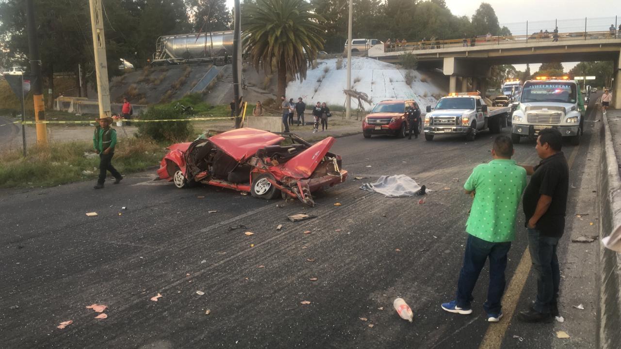 FOTOS Aparatoso accidente, tráiler aplasta varios vehículos en la México - Puebla