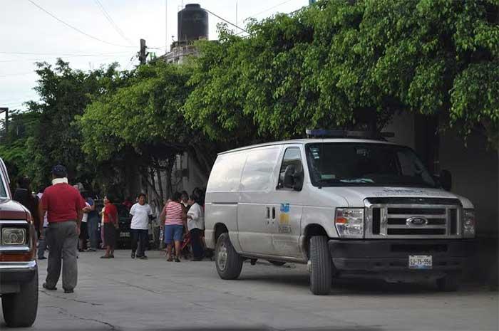 Maestra es asesinada en su hogar de Acatlán de Osorio
