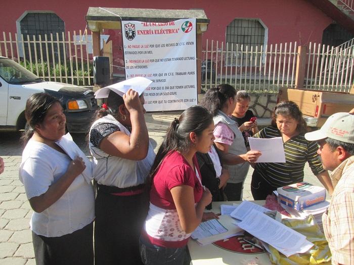 Se amparan 300 usuarios contra cobros de CFE en Huauchinango
