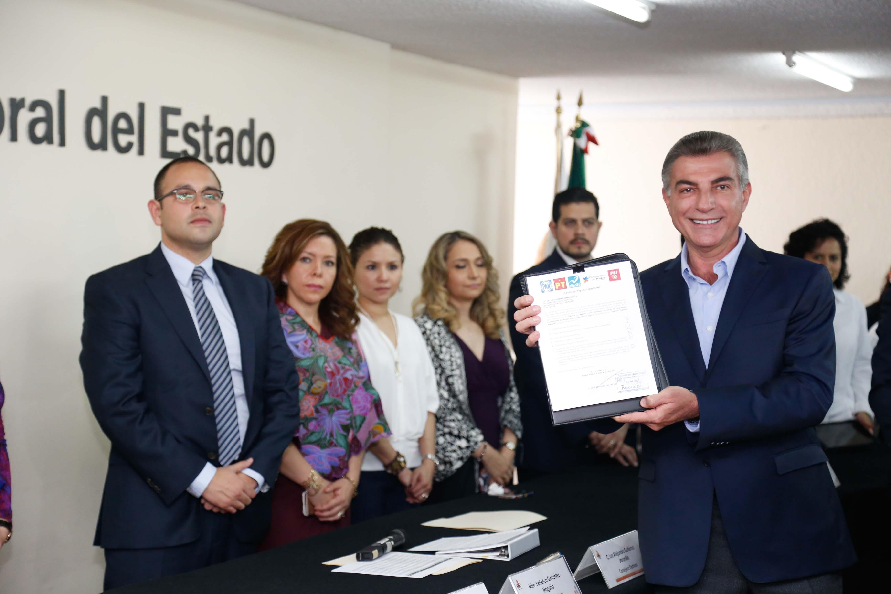 Se registra Gali como candidato a la gubernatura de Puebla
