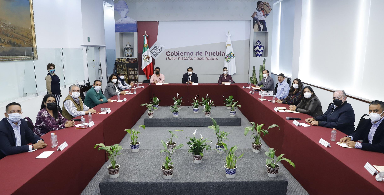 Se reúne Barbosa con 13 alcaldes electos