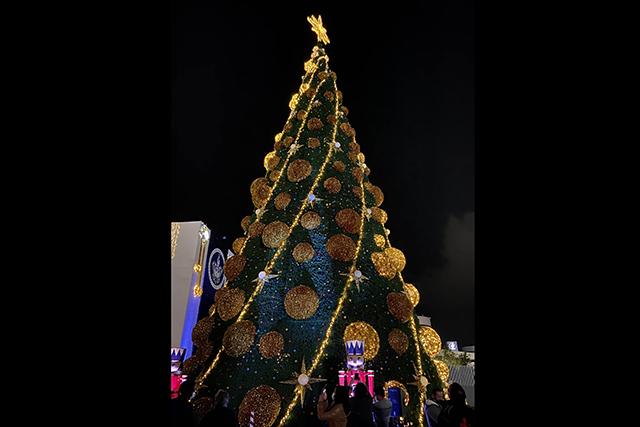 Encienden árbol navideño en el Complejo Cultural BUAP