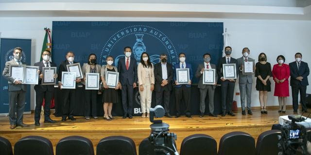 Recibe BUAP acreditaciones de sus programas educativos CIEES y COPAES