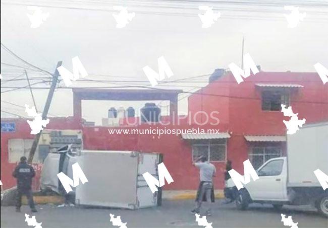 Camioneta atropella a abuelito que esperaba vacuna Covid en Puebla