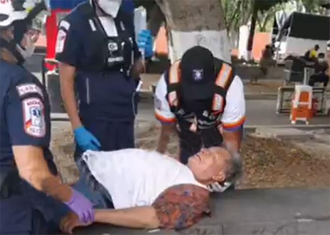Abuelito resulta herido al caer desde su propia altura en calles del centro de Puebla