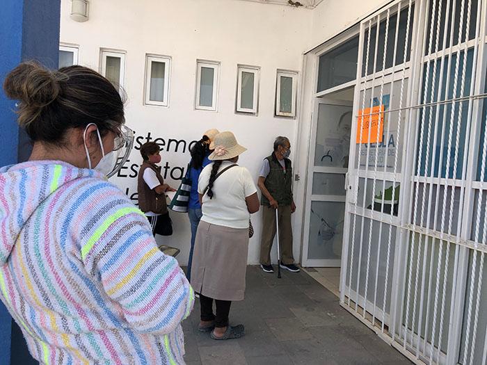 Vacunan contra Covid a abuelitos en Santa Isabel Cholula