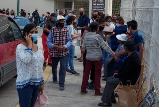 Adultos mayores ya se forman para segunda dosis en San Andrés Cholula