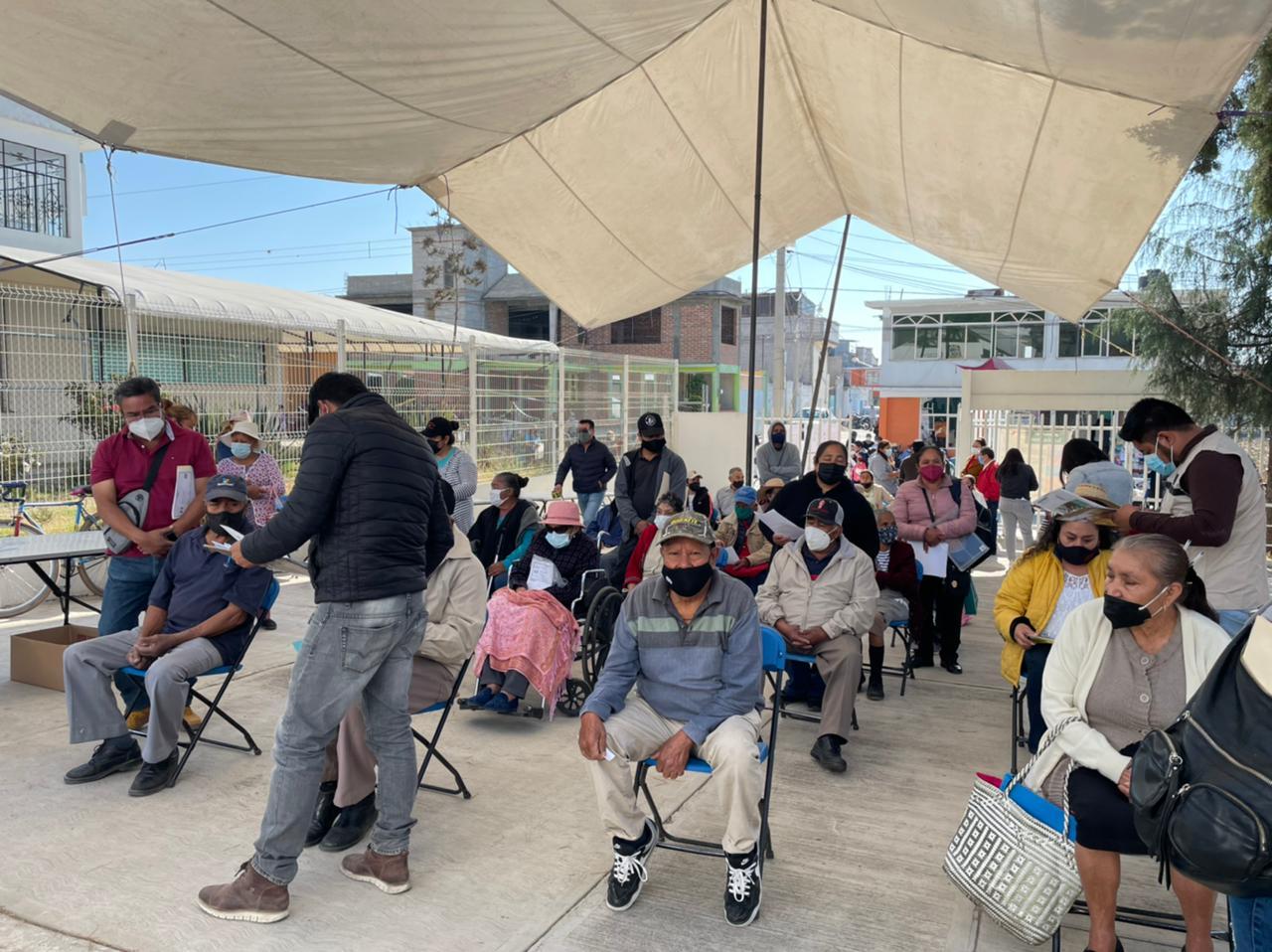 Dejan sin vacunas Covid a abuelitos de Tlahuapan, El Verde y Tlalancaleca
