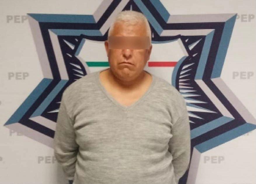 Cae presunto abusador de menor en Puebla; lo encerró en el baño de su casa