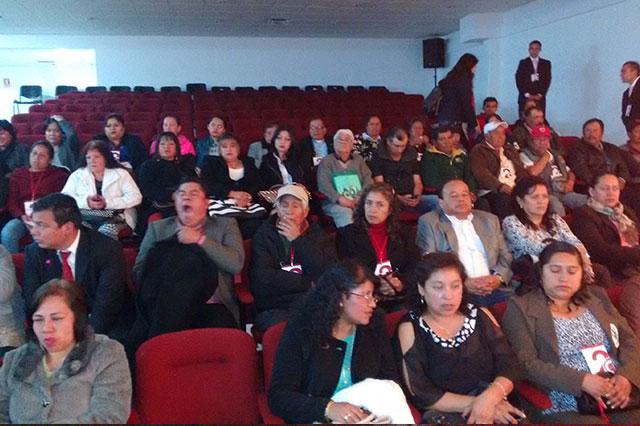 Con empleados y familiares llenan informe de edil de Texmelucan