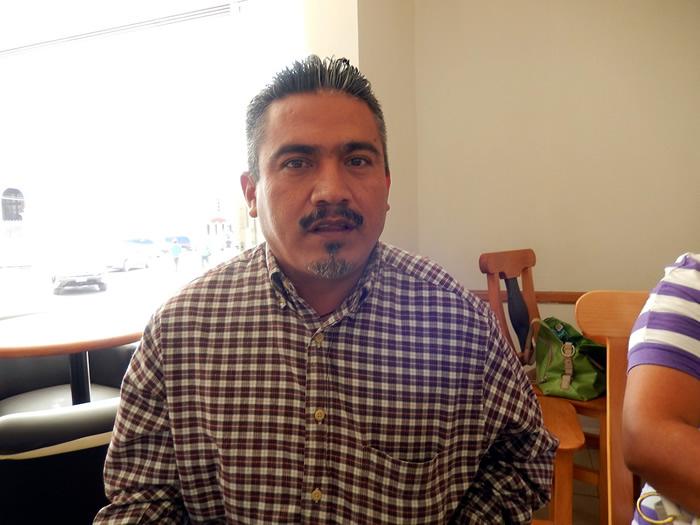 Huelga de trabajadores amenaza con paralizar el municipio de Acatlán