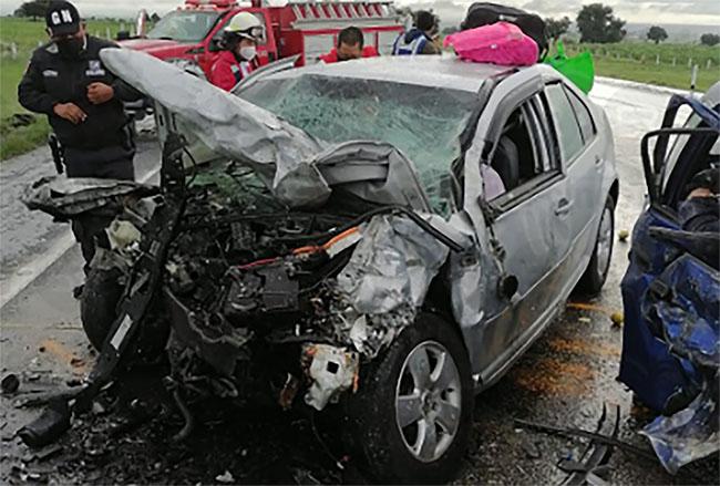 En aparatoso choque mueren varias personas prensadas en la Amozoc-Perote