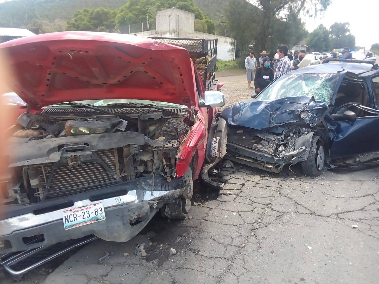 Un lesionado, saldo de choque entre auto compacto y camioneta en Palmar de Bravo
