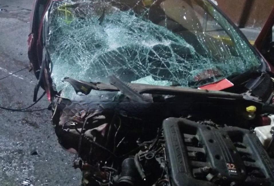 Ebrio dañó 7 casas y destrozó vehículo en persecución por Teziutlán
