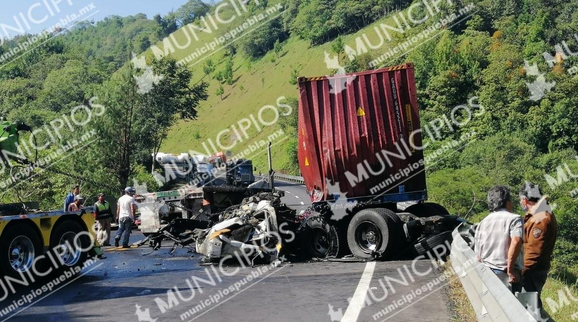 Cerrada la México-Tuxpan por accidente entre tractocamiones