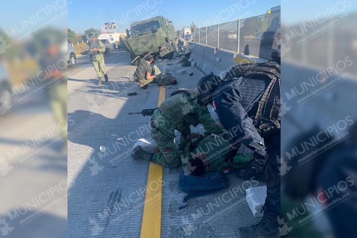 Fuerte volcadura de camión con militares en la Puebla-Orizaba