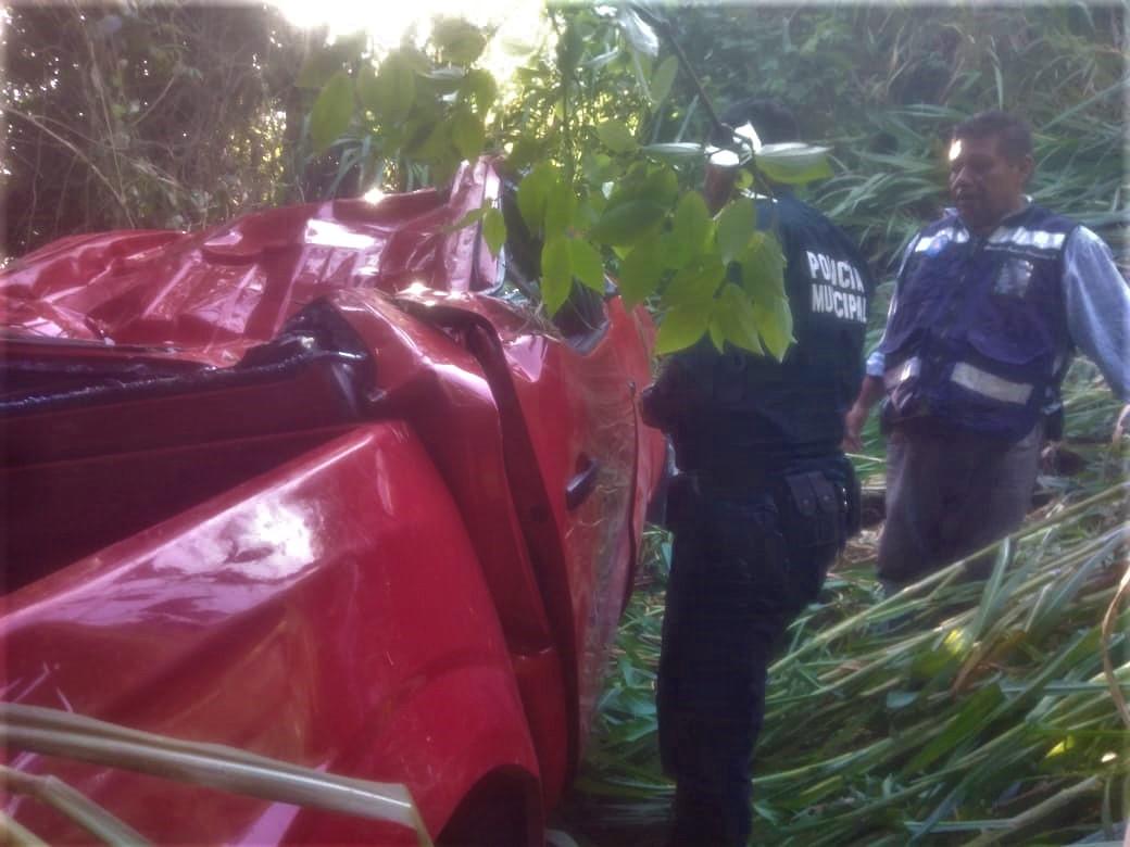 Muere edil auxiliar de Necaxca tras volcar en la México-Tuxpan