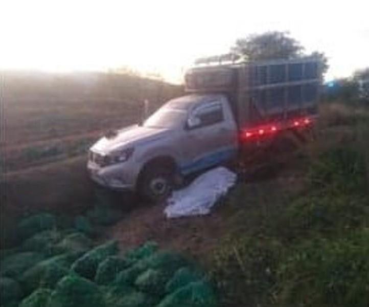 Por una llanta ponchada muere mujer en accidente en Coxcatlán