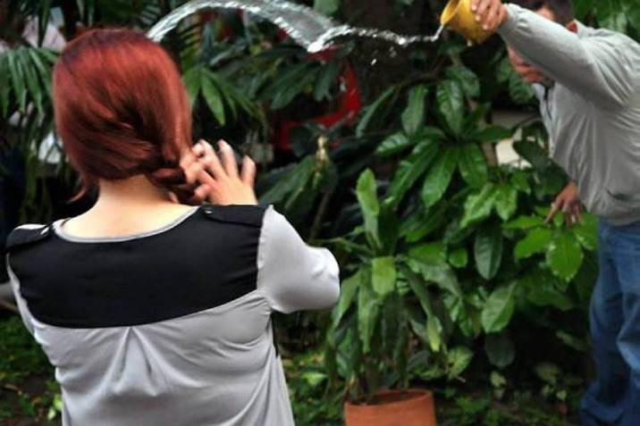Le arrojan ácido a mujer indigente en zona sur de Puebla